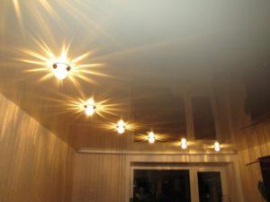 натяжные потолки освещение